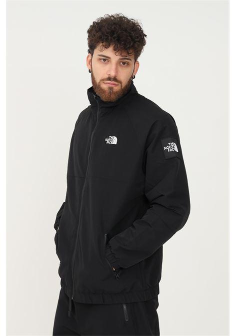 Giubbotto uomo nero the north face giacca a vento in tinta unita chiusura e tasche con zip, patch laterale logata. Logo ricamato frontale THE NORTH FACE | Giubbotti | NF0A55BTJK31JK31