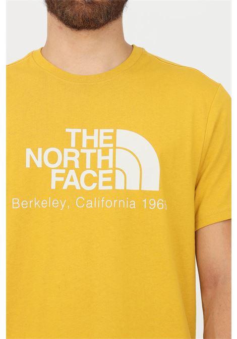 T-shirt uomo senape the north face a manica corta con logo frontale THE NORTH FACE   T-shirt   NF0A55GEH9D1H9D1