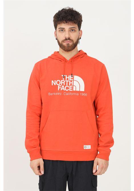 Felpa uomo arancio the north face con cappuccio e maxi logo frontale THE NORTH FACE | Felpe | NF0A55GFEMJ1EMJ1