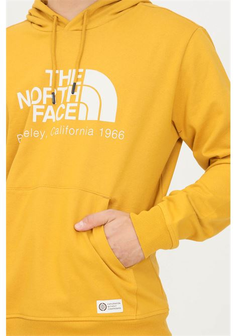 Felpa uomo senape the north face con cappuccio e maxi logo frontale THE NORTH FACE | Felpe | NF0A55GFH9D1H9D1