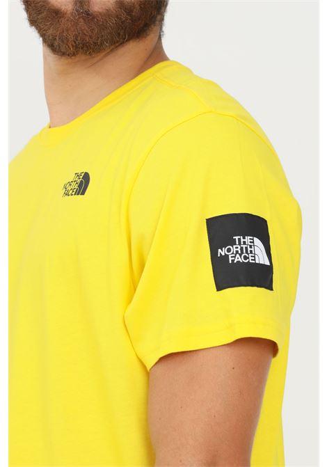 T-shirt uomo giallo the north face a manica corta con maxi stampa sul retro THE NORTH FACE   T-shirt   NF0A55IBRR81RR81