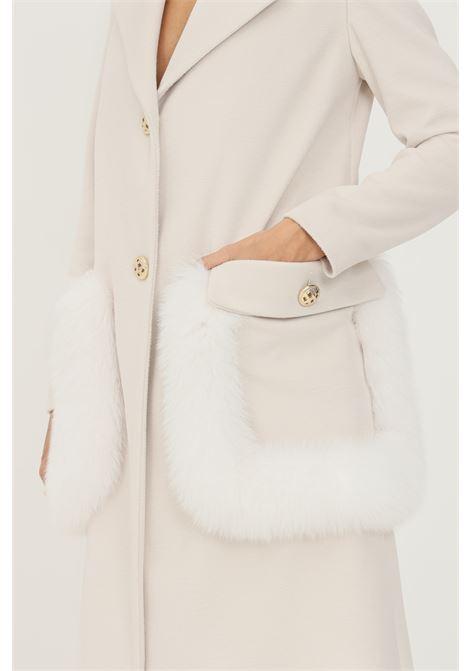 Cream women's coat by un furtive, long cut with fur applications on the pockets UN_FURTIVE   Coat   CD1066PANNA