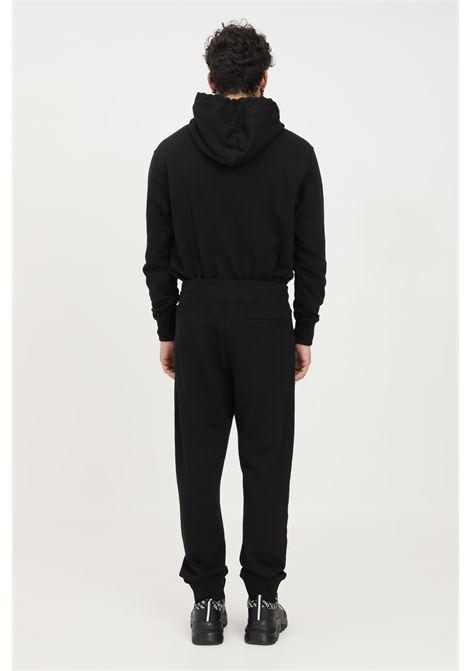 Pantaloni uomo nero versace jeans couture casual con ricamo logo oro VERSACE JEANS COUTURE   Pantaloni   71GAAT01CF00TG89 (899+948)