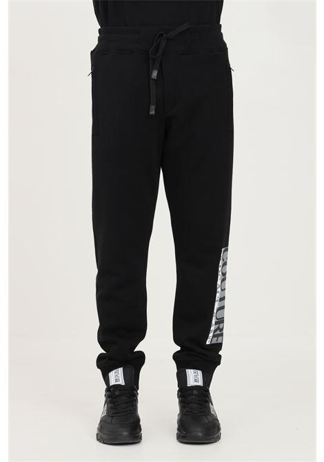 Pantaloni uomo nero versace jeans couture modello casual con logo laterale VERSACE JEANS COUTURE   Pantaloni   71GAAT02CF00T899