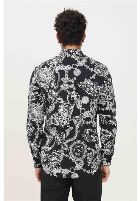 Camicia uomo nero versace jeans couture modello casual con stampa logo allover VERSACE JEANS COUTURE   Camicie   71GAL2S0NS011899