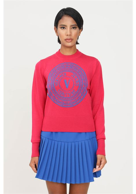 Fuchsia women's sweater by versace jeans couture, crew neck model with contrasting logo print VERSACE JEANS COUTURE | Knitwear | 71HAF812CM01MOB3 (243+455)