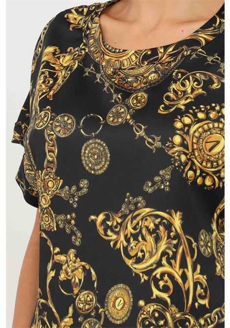 Blusa donna fantasia versace jeans couture a manica corta con stampa allover VERSACE JEANS COUTURE | Bluse | 71HAH206NS006G89 (899+948)