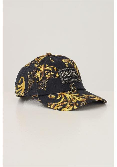Cappello unisex nero oro versace jeans couture, berretto con stampa distintiva allover VERSACE JEANS COUTURE | Cappelli | 71VAZK18ZG015G89 (899+948)