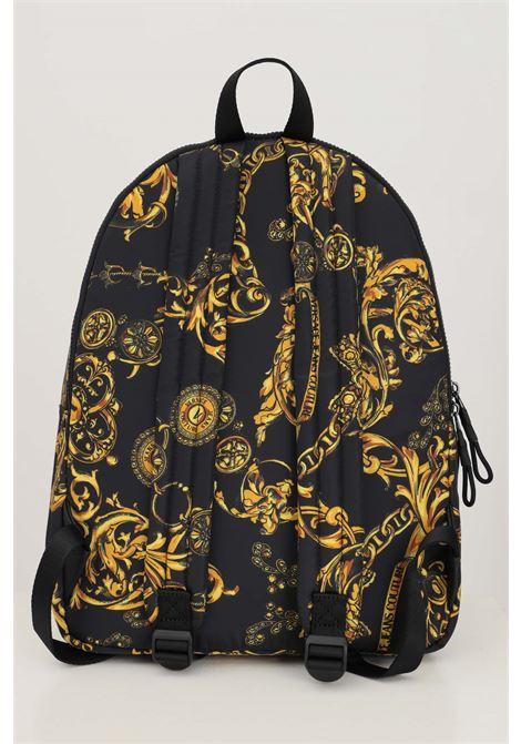 Zaino uomo nero oro versace jeans couture con stampa barocca VERSACE JEANS COUTURE | Zaini | 71YA4B90ZS109G89 (899+948)