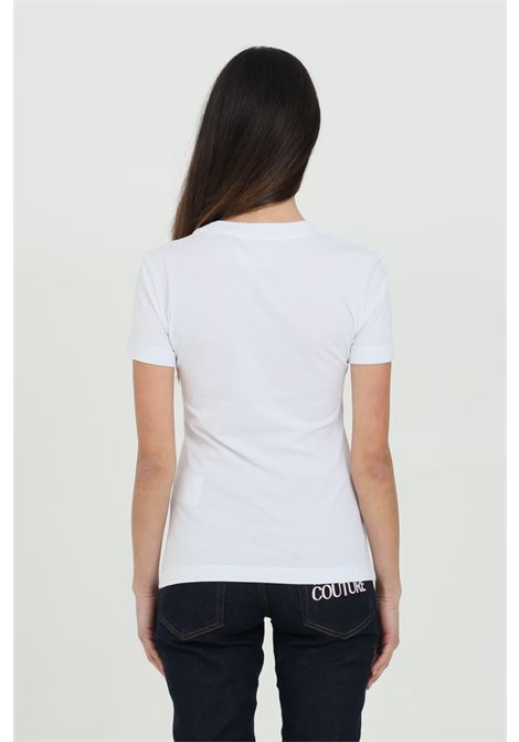 White t-shirt with gold front logo. Comfortable model. Brand: Versace Jeans Couture VERSACE JEANS COUTURE   T-shirt   B2HWA7TB30319K41