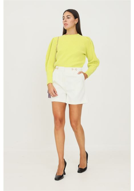 White women's shorts by vicolo elegant model with clamps application at the waist VICOLO | Shorts | TX0066BIANCO