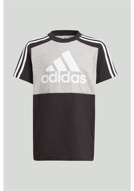 Black-grey essentials colorblock t-shirt with maxi logo in contrast. Baby model. Brand: Adidas ADIDAS | T-shirt | GN3982.