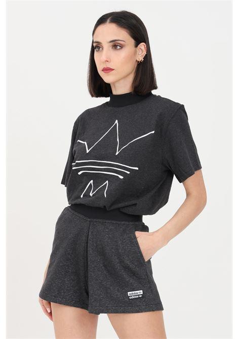 T-shirt donna grigio scuro adidas a manica corta con logo frontale a contrasto ADIDAS | T-shirt | GN4338.