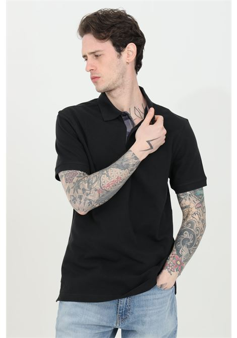 Polo uomo nero barbour modello classico con colletto e bottoni in tartan pique, logo frontale a contrasto. Spacchetti laterali stampati. Slim fit BARbour | Polo | MML0012-MMLBK31