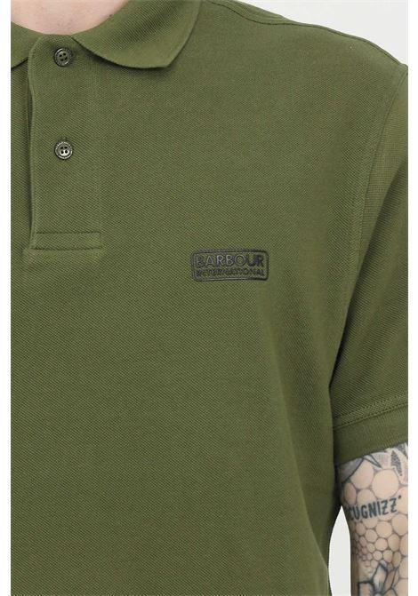 Polo uomo verde barbour modello classico con bottoni e logo frontale. Regular fit BARbour | Polo | MML0914-MMLGN16