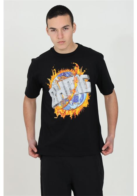 Black short sleeve t-shirt with maxi print on the front. Basic model with round neck.Straight bottom.Bhmg BHMG | T-shirt | 028325110
