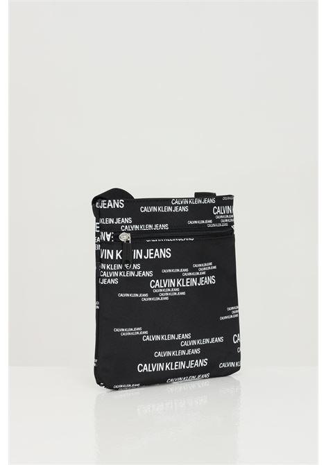 Borsa MICRO FLATPACK URBAN uomo nero calvin klein con tracolla regolabile e stampa logo lettering a contrasto CALVIN KLEIN | Borse | K50K50688901A