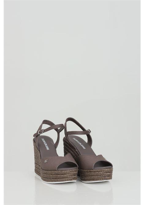 Party shoes donna tortora calvin klein sandalo con zeppa in tinta unita, chiusura regolabile CALVIN KLEIN | Party Shoes | YW0YW00121GVC
