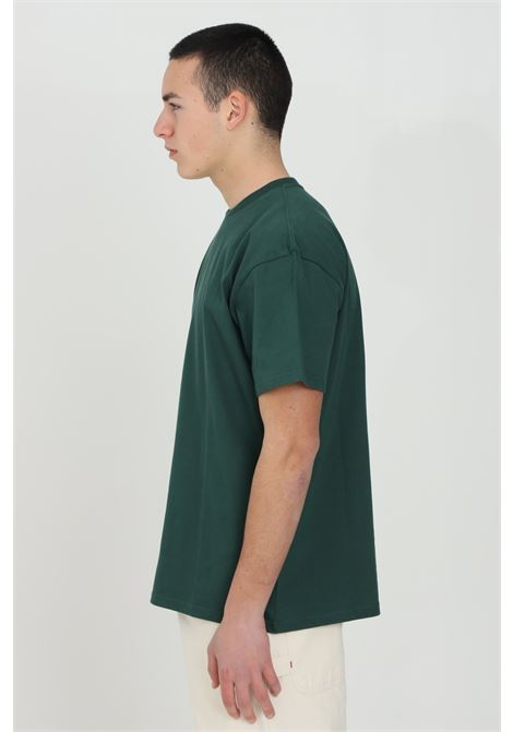 Green basic chase t-shirt with embroidered logo on the front, short sleeve. Comfortable model. Carhartt  CARHARTT | T-shirt | I026391.0308Z.90
