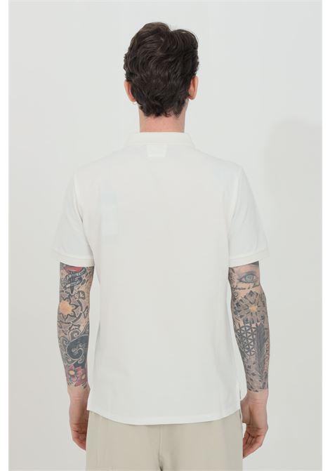 Polo uomo bianca cp company con bottoni e logo frontale a contrasto, manica corta. Modello slim C.P. COMPANY | Polo | 10CMPL067A-005263W103