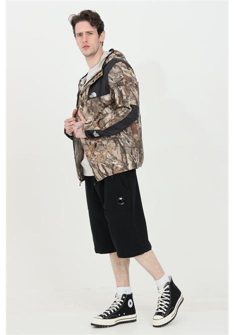Black diagonal raised fleece shorts with elastic waistband. Pockets with side zip. Straight bottom and comfortable fit. C.p. company C.P. COMPANY | Shorts | 10CMSB129A-005086W999