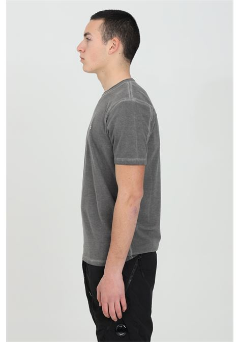 Grey t-shirt with small logo in contrast. Fit regular. C.p. company C.P. COMPANY | T-shirt | 10CMTS199A-005697S999