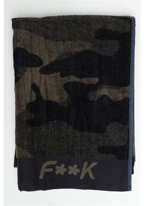 Telo mare unisex verde militare f**k in cotone con stampa allover. Logo ricamato a contrasto F**K | Telo mare | F21-A0041VE.