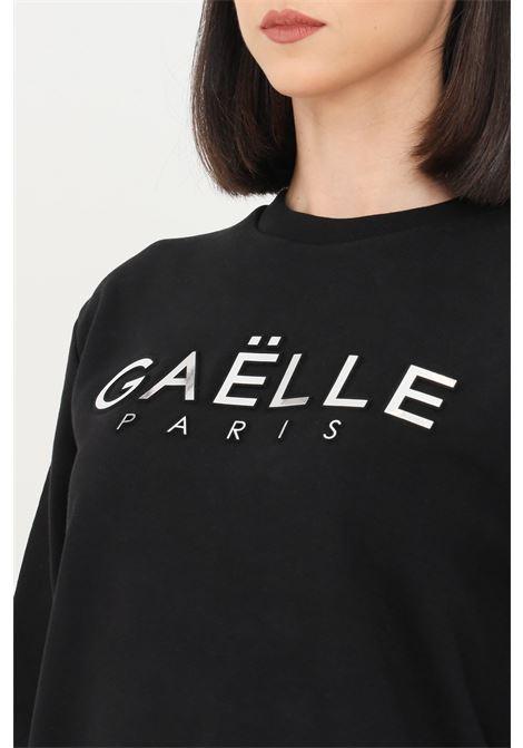 Black women's sweatshirt with embossed gaelle logo GAELLE | Sweatshirt | GBD8810NERO
