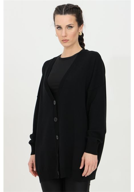 Black cardigan with V-neck and elastic hems with ribs. Comfortable model in kintted fabric. Kontatto KONTATTO | Cardigan | 3M726701