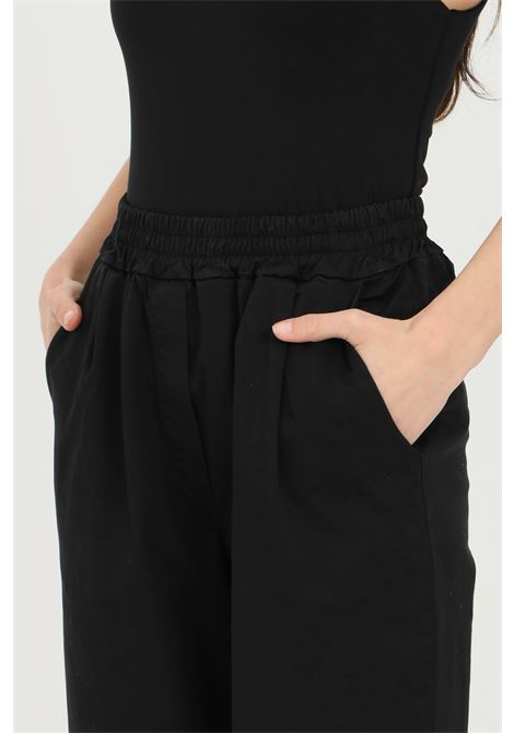 Black trousers with elastic waistband and lapel at the bottom. Balloon model with side pockets. Kontatto KONTATTO | Pants | TT10101
