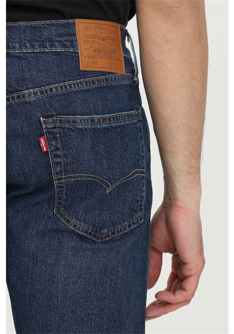 Shorts 405 standard fit uomo blue levi's casual a vita media con zip nascosta e tasche posteriori e tasche laterali. Leggere abrasioni frontali LEVI'S | Shorts | 39864-00220022