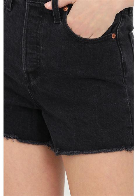Shorts donna nero levi's casual a vita alta e fondo con taglio a vivo. Modello slim con passanti per la cintura. Chiusura con bottoni LEVI'S | Shorts | 77879-00520052