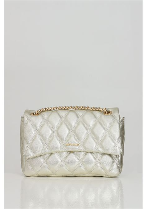 Champagne bag with shoulder strap and soft and elegant details. Laminated and quilted diamond effect, central closure with magnetic button. Gold logo on the front. Marc ellis MARC ELLIS   Bag   DESDEMONA-LCHAMPAGNE