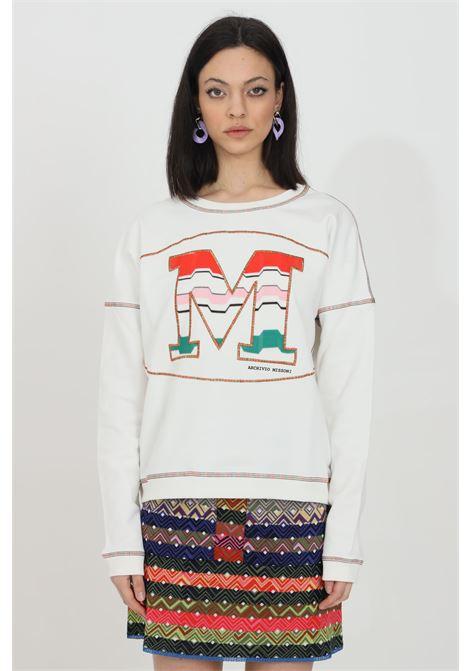 White sweatshirt with maxi logo on the front, long sleeves. Elastic bottom and cuffs. Comfortable model. Missoni MISSONI | Sweatshirt | 2DW00005-2J005KS00HH