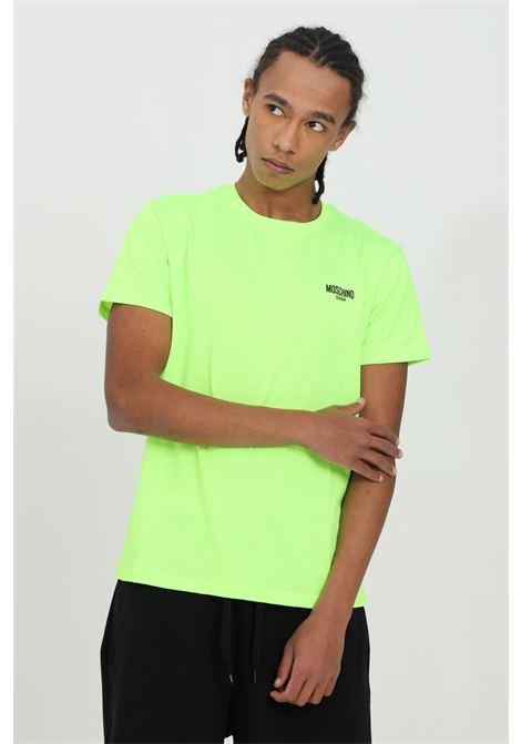 T-shirt uomo giallo fluo moschino a manica corta modello fluo basic con logo frontale a contrasto. Vestibilità regular MOSCHINO | T-shirt | A191023370026