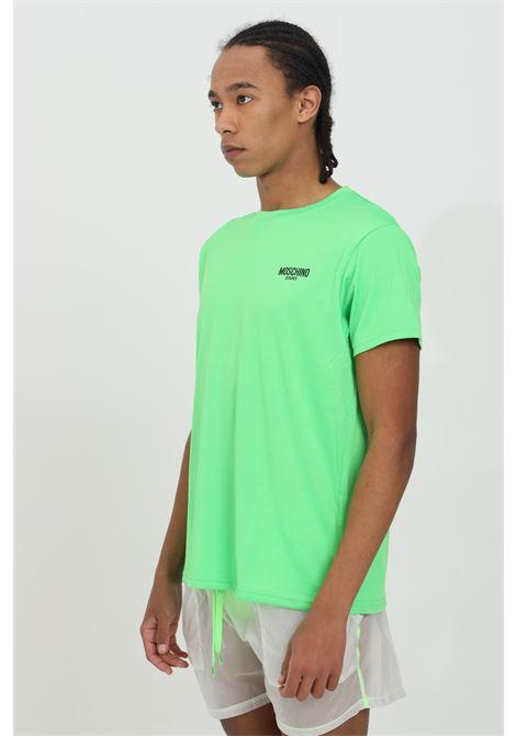 T-shirt uomo verde moschino a manica corta modello fluo basic con logo frontale a contrasto. Vestibilità regular MOSCHINO | T-shirt | A191023370398