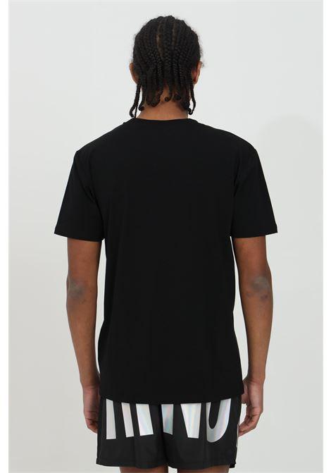 T-shirt uomo nera moschino a manica corta modello basic con logo olografico frontale. Modello regular MOSCHINO | T-shirt | A191223160555