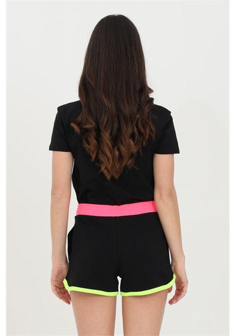 Shorts donna nero moschino casual con bande multicolor, chiusura con coulisse, ricamo con logo frontale e due tasche laterali a soffietto MOSCHINO | Shorts | A670221170555