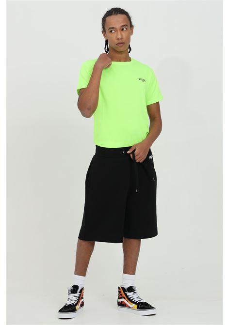 Shorts uomo nero moschino casual con molla in vita, modello regular. Logo in dimensioni ridotte frontale MOSCHINO | Shorts | A671523170555