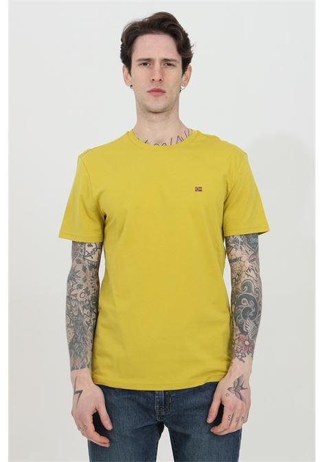 T-shirt uomo giallo napapijri a manica corta in tinta unita con mini logo frontale a contrasto. Modello comodo NAPAPIJRI | T-shirt | NP0A4EW8YA91YA91