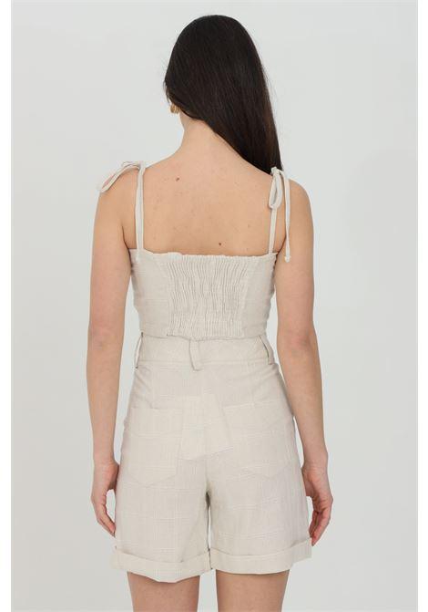 Top donna beige nbts casual con bretelline regolabili e fiocco frontale. Banda elastica sul retro NBTS | Top | NB21010.