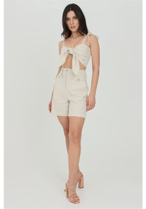 Beige shorts with high waist, side pockets and fake front pockets with gold button. Front closure with hooks and zip. Gold glitter finishes. Nbts NBTS | Shorts | NB21038.