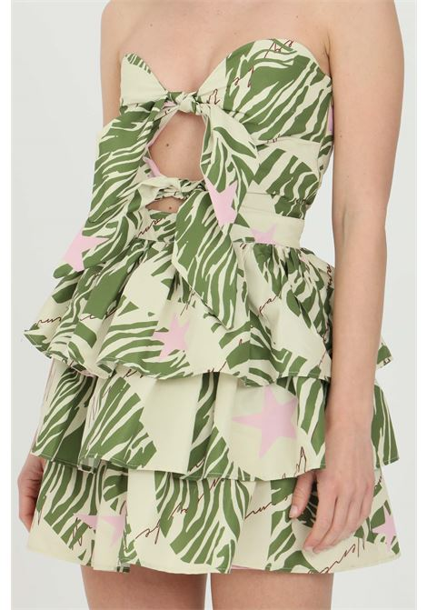 Green dress with flounces on the skirt. Double bow on the front. Uncovered back, summer print and curl on the back. Nbts NBTS | Dress | NB21081.