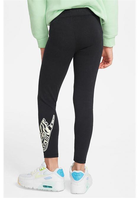 Black leggings with contrasting logo. Slim fit. Baby model. Brand: Nike NIKE | Leggings | 36H495-023023