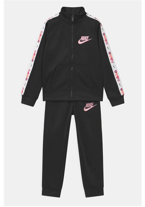 Black jumpsuit with logate side bands. Stand-up collar, side pockets. Embroidered logo and elastic bottom and cuffs. Baby model. Brand: Nike NIKE | Suit | 36H658-02323