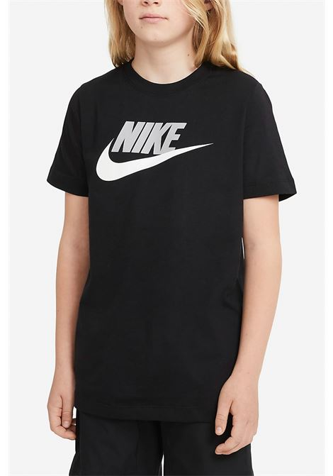 Black t-shirt with contrasting print on the front. Baby model. Brand: Nike NIKE | T-shirt | AR5252013