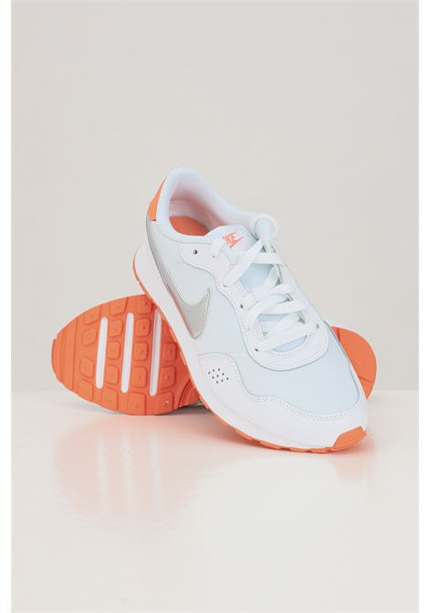 Sneakers donna bicolore nike valiant bassa. NIKE | Sneakers | CN8558101