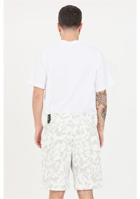 White shorts with allover camou print. Nike  NIKE   Shorts   DA0039121