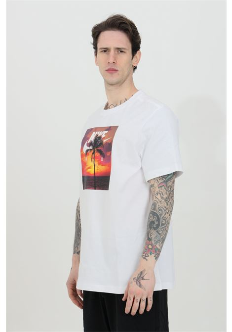 T-shirt uomo bianco nike a manica corta con stampa tramonto NIKE   T-shirt   DB6163100