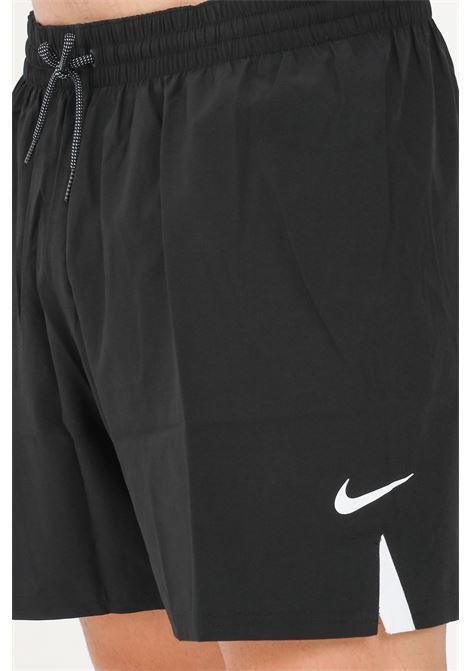 Shorts mare uomo nero nike con logo e spacchetti a contrasto NIKE   Beachwear   NESSA480-0011